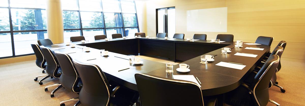 多功能會議室採光良好,可容納多人