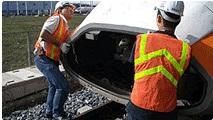 駕駛學員練習拆卸列車鼻頭